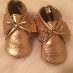 Old Navy Faux Leather Gold Mocs 12/18